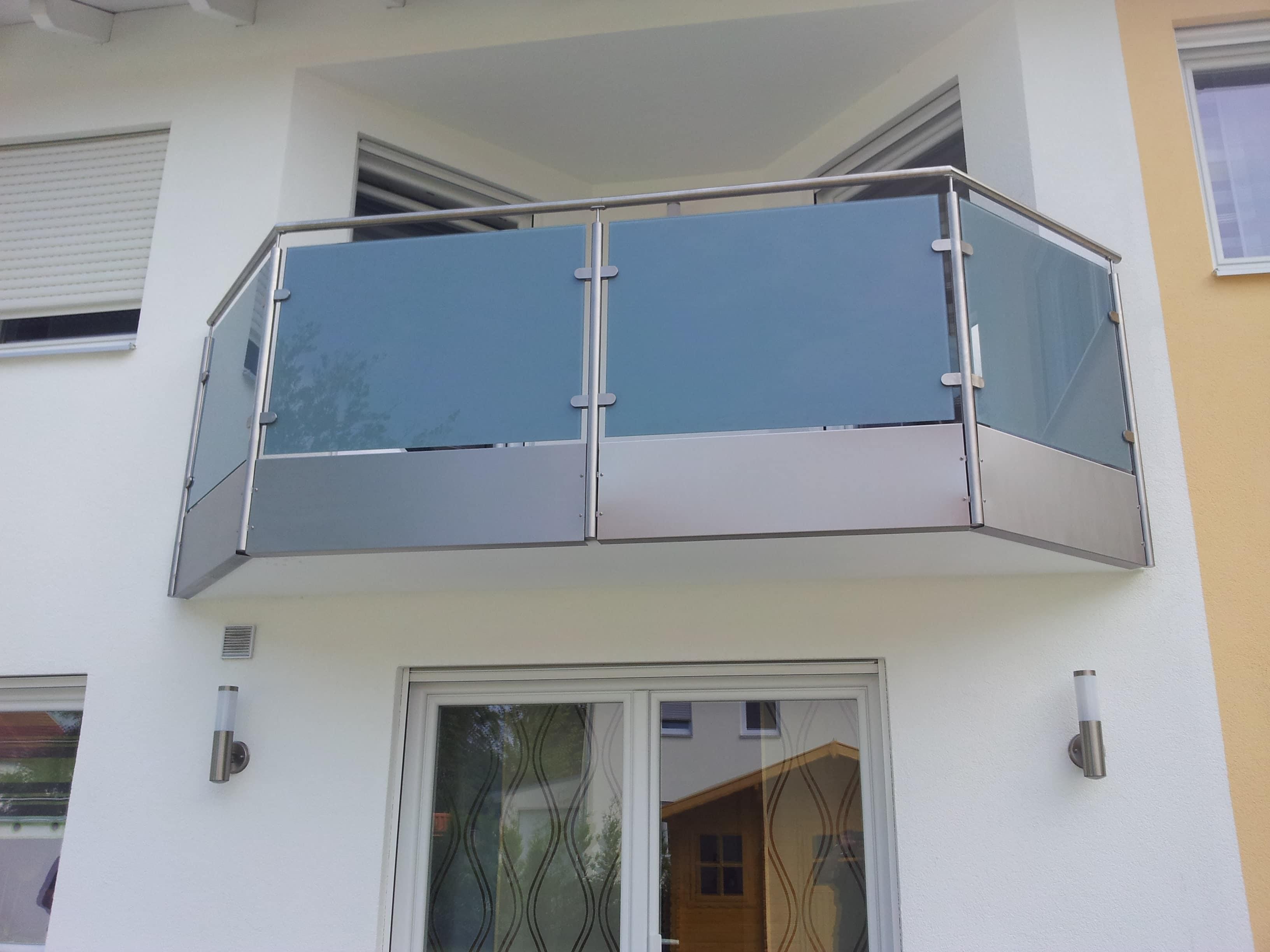 formvollendeter Balkon aus Edelstahl