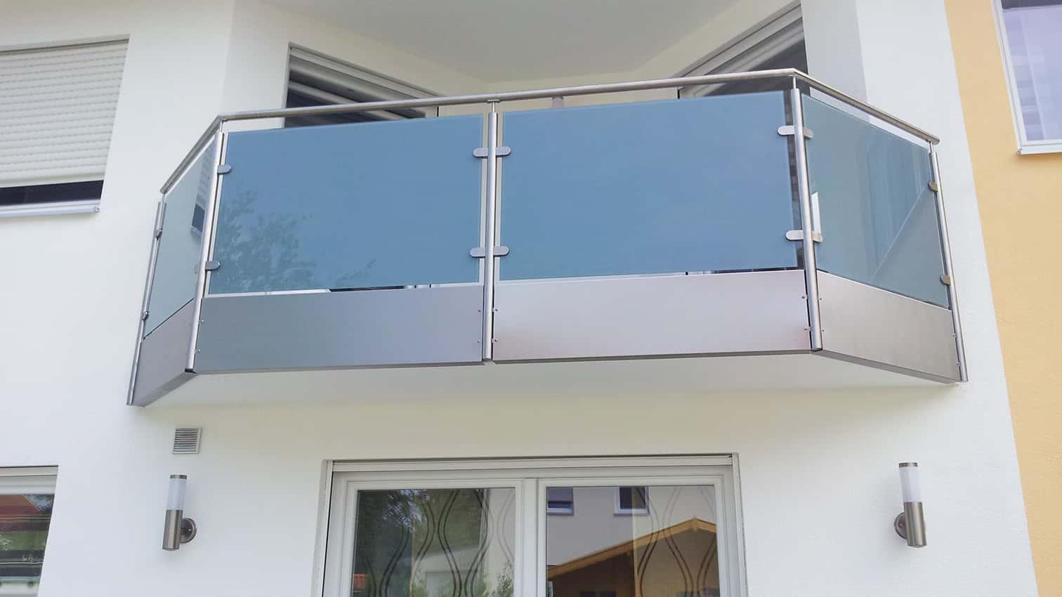 Edelstahl Balkon mit Glaseinsatz