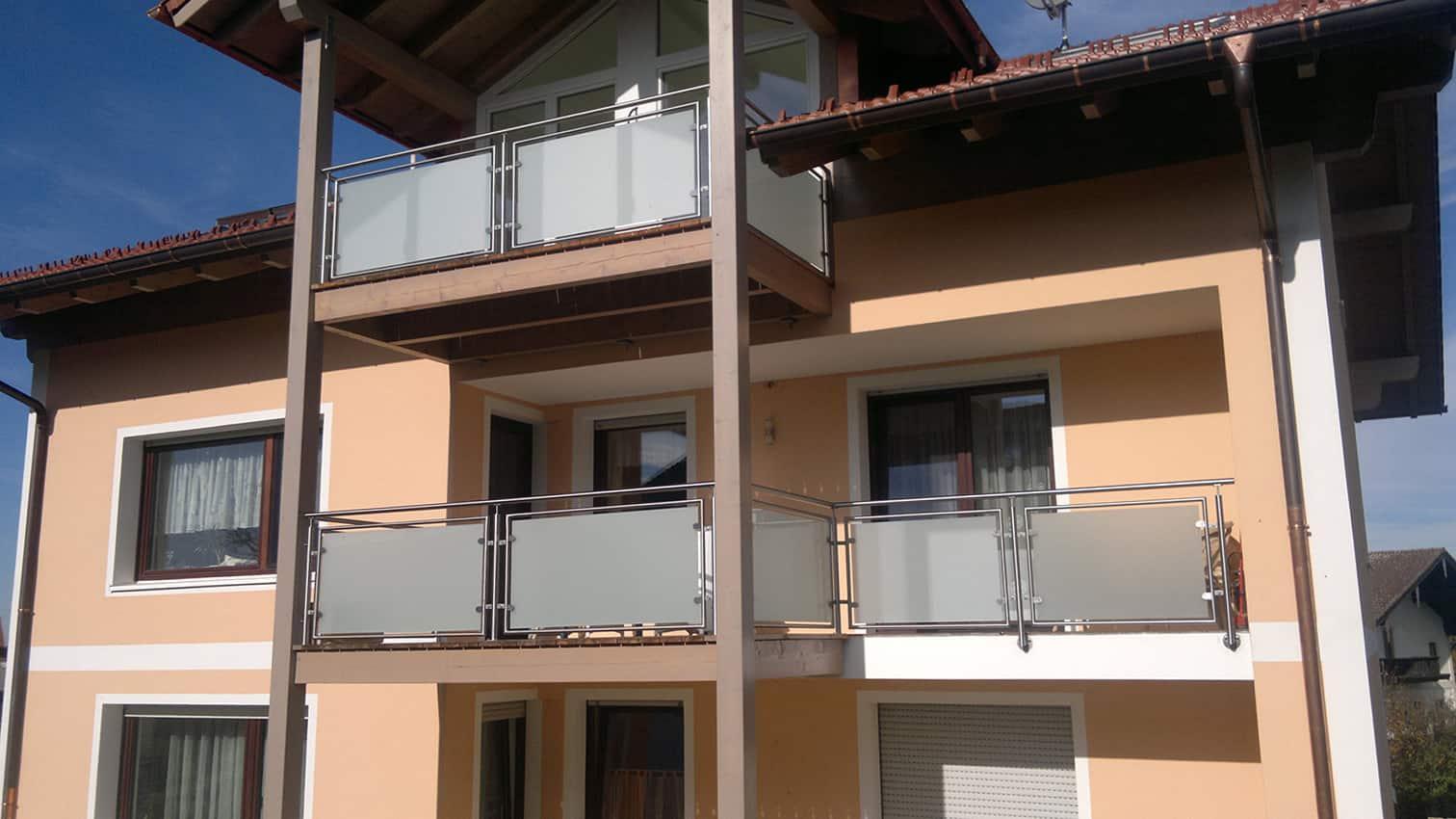 Balkon mit satinierten Glas