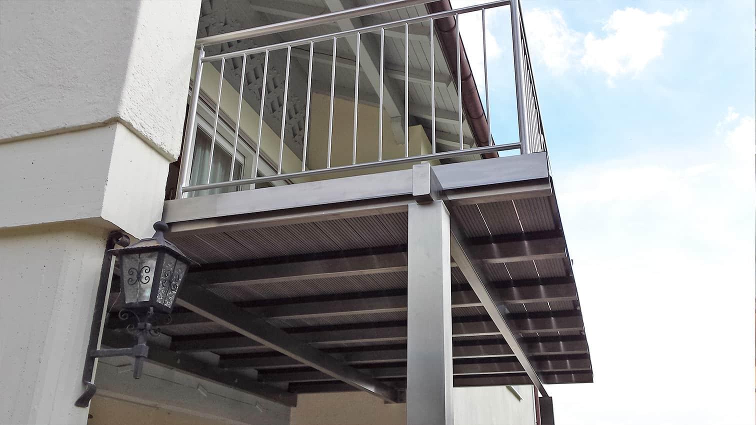 Balkon und Unterbau aus Edelstahl