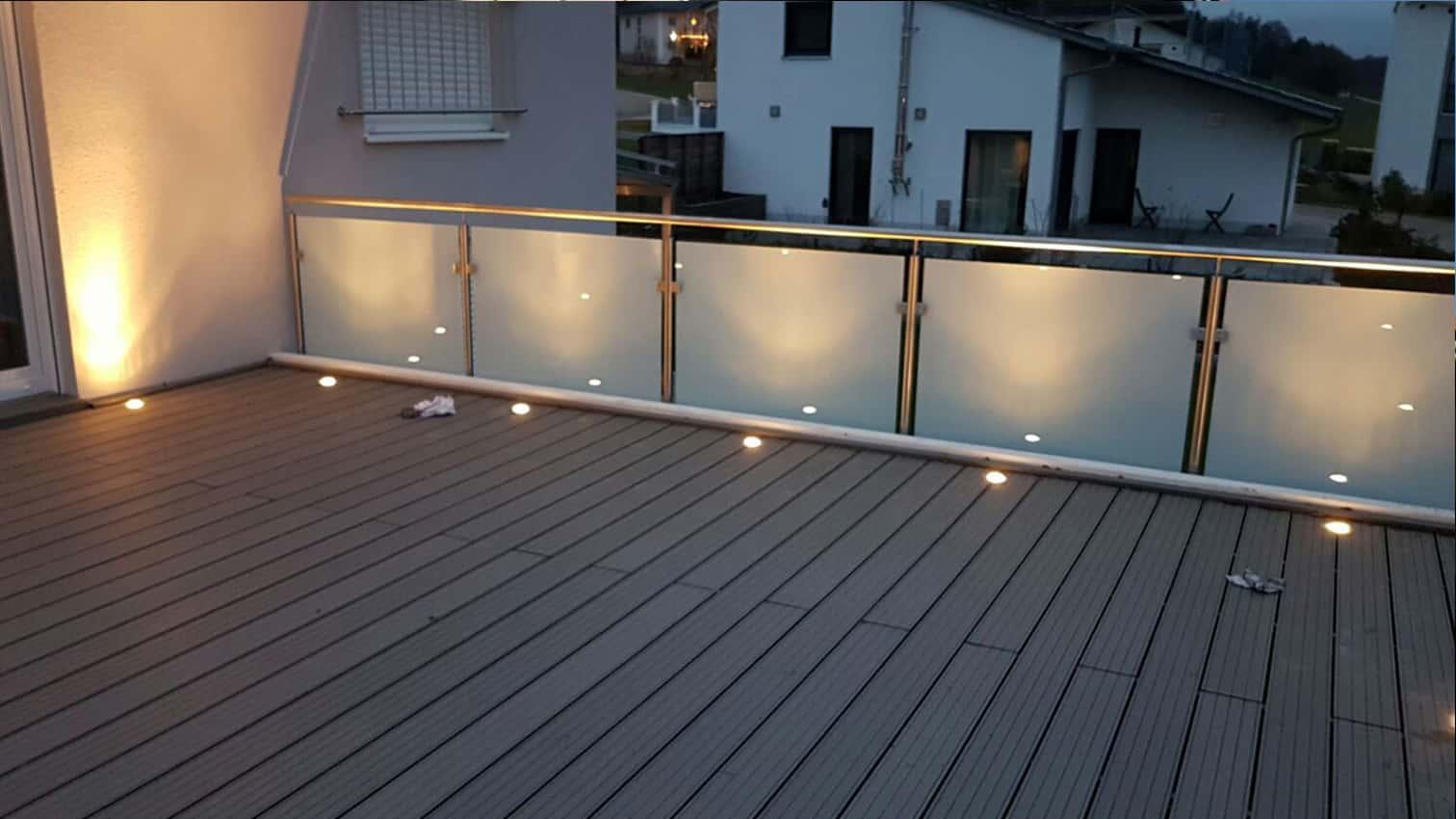 Balkongeländer mit Beleuchtung